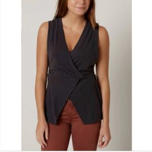 NWT WOMENS BUCKLE BKE TOP SIZE LARGE